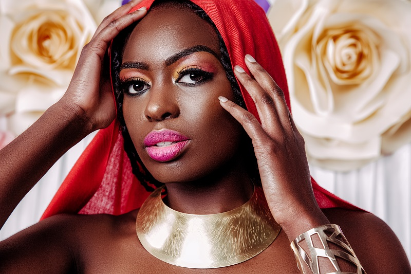 DHM's Latest Lookbook Makes A Case For Bold Makeup This Season!