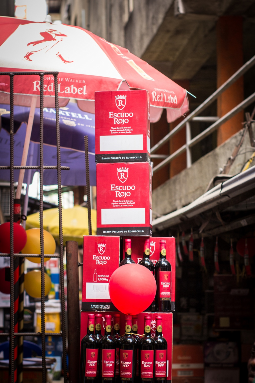 Escudo Rojo Wine Shares The Warmth of its Homeland In Balogun Market!